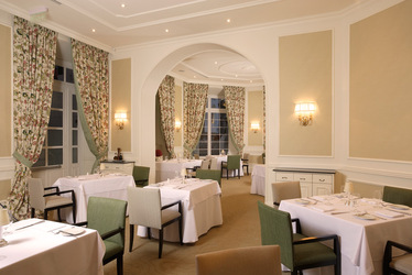 Restaurant dining room