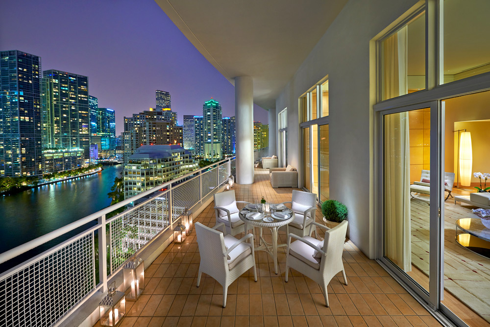 Mandarin oriental miami luxury hotel in miami florida for Hotels with balconies