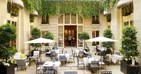 1375_hotel_de_crillon_patio