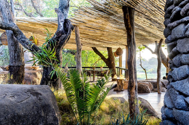 singita_boulders_lodge_diningdeck