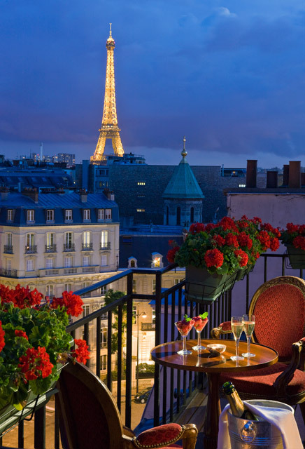 H tel san r gis luxury hotel in right bank paris for Hotel close to eiffel tower paris