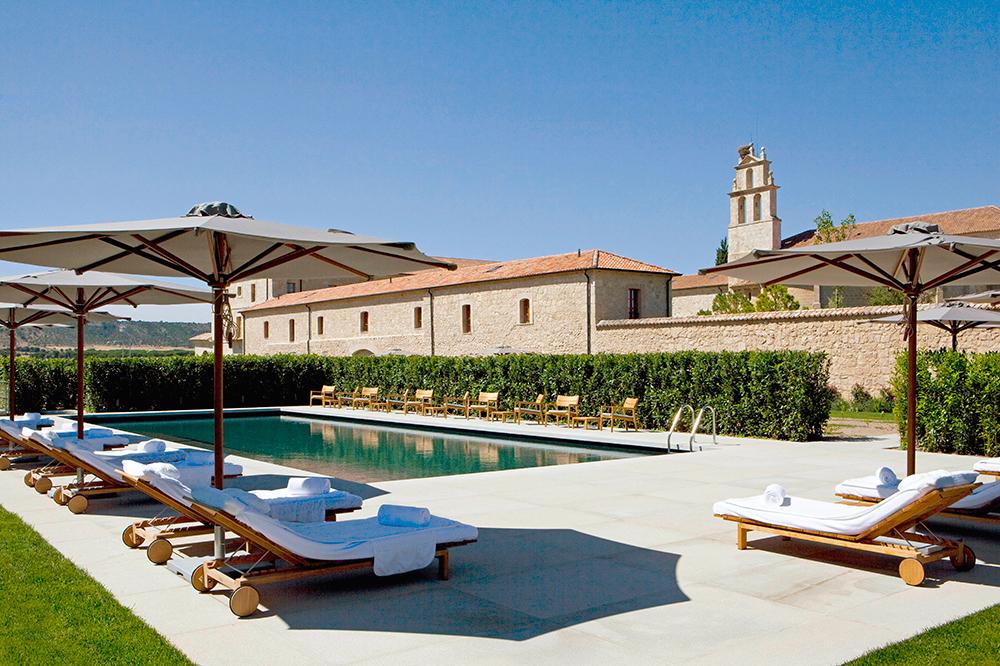 Abad a retuerta ledomaine luxury hotel in la rioja for Hotel luxury la rioja