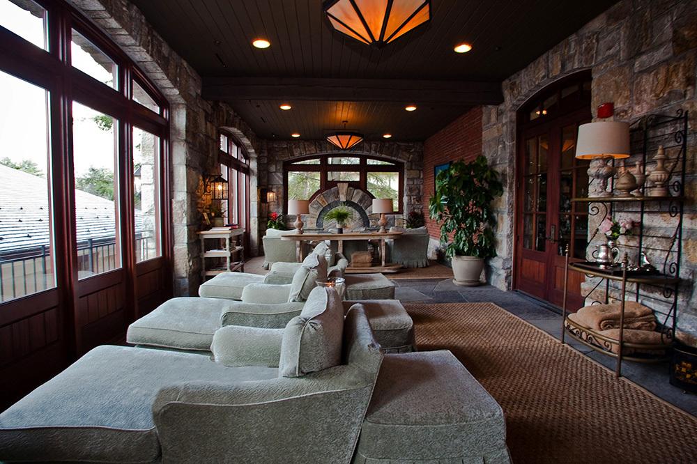 old edwards inn and spa highlands hotel andrew harper. Black Bedroom Furniture Sets. Home Design Ideas