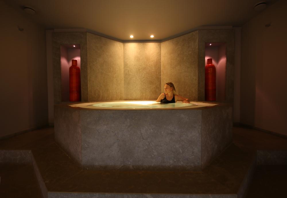 pavillon de la reine luxury hotel in right bank paris. Black Bedroom Furniture Sets. Home Design Ideas