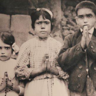 Jacinta, lucia e Francisco - foto: Santuario de Fatima