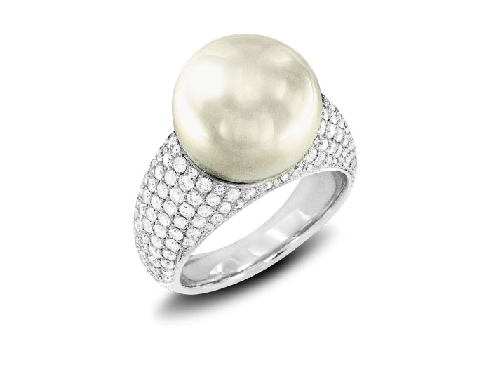 Pearl and diamond ring in 18k white gold.