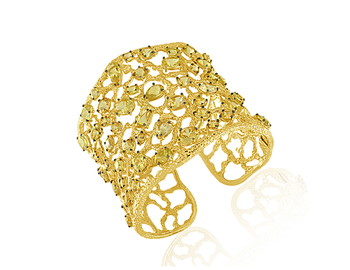 Roberto Coin Tanaquillia Collection danburite bracelet in 18k yellow gold.