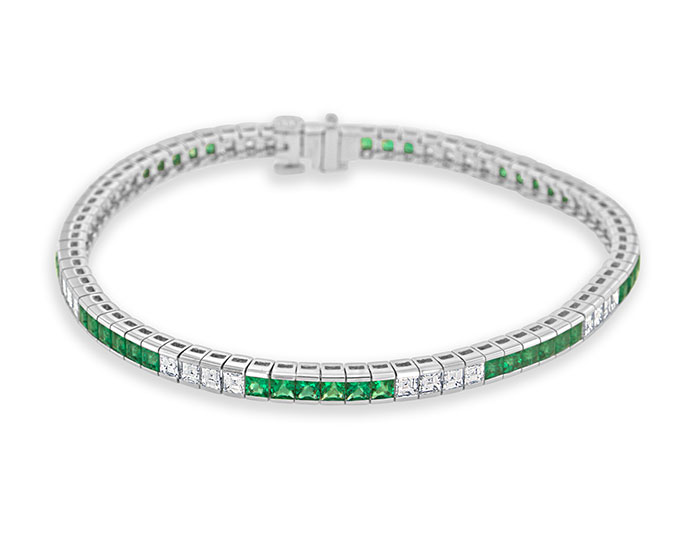 Emerald and carre cut diamond bracelet in 18k white gold.