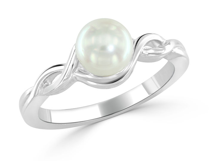 Cultured pearl ring in 18k white gold.