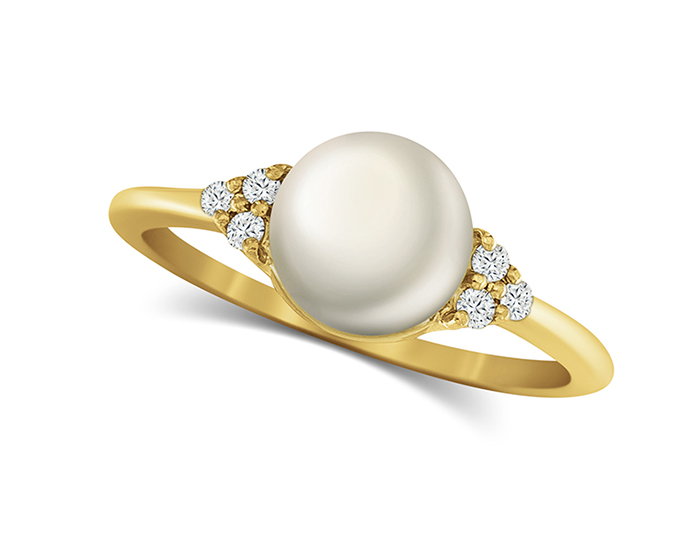 Cultured pearl and round brilliant cut diamond ring in 18k yellow gold.