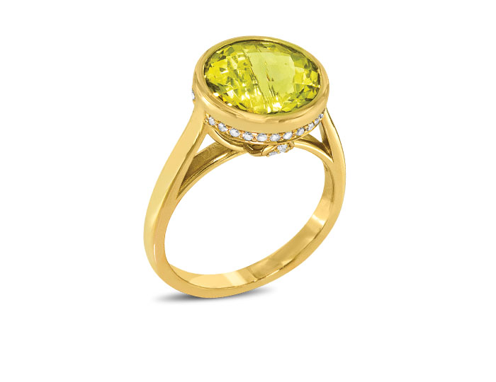 Lemon citrine and round brilliant cut diamond ring in 18k yellow gold.