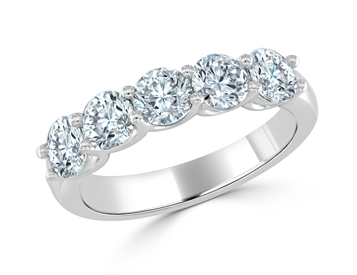 Round brilliant cut diamond ring in platinum.