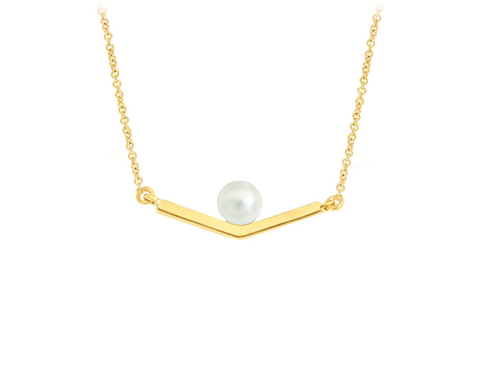Cultured pearl necklace in 18k yellow gold.