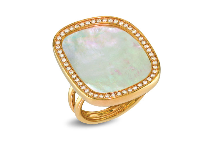 Roberto Coin Black Jade Collection mother of pearl and round brilliant cut diamond ring in 18k yellow gold.