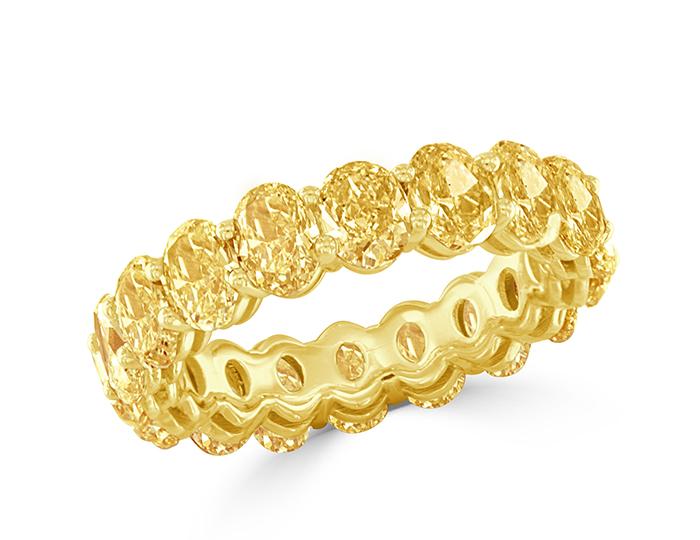 Oval cut Fancy Yellow diamond band in 18k yellow gold.