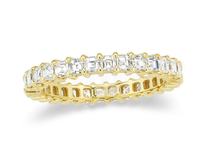 Asscher cut diamond band in 18k yellow gold.