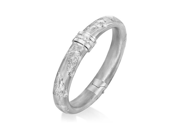 Soho enamel bangle bracelet in silver.