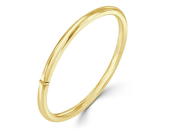 Bangle bracelet in 14k yellow gold.