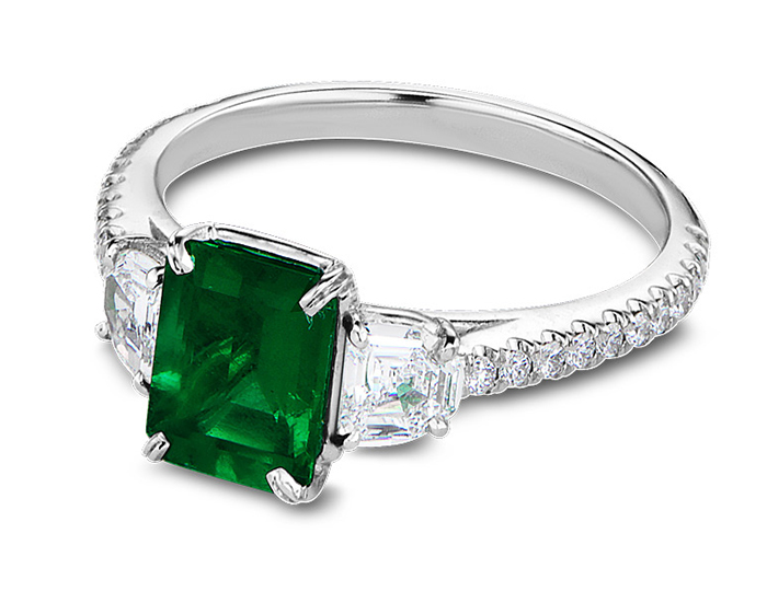 Bez Ambar emerald ring with half moon and round brilliant cut diamonds in platinum.