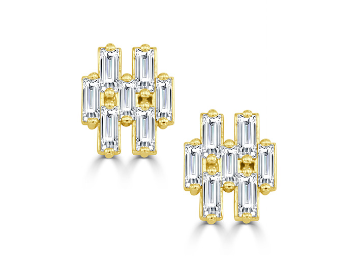 Baguette cut diamond earrings in 18k yellow gold.