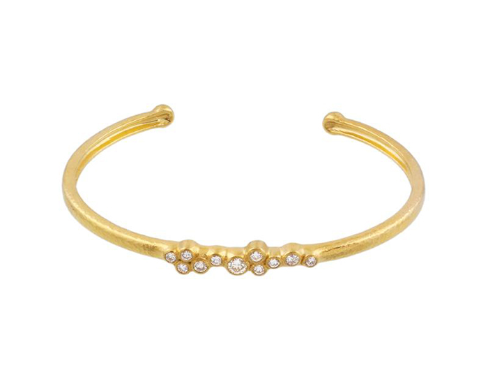 Gurhan Pointelle Collection round brilliant cut diamond bangle bracelet in 22k yellow gold.