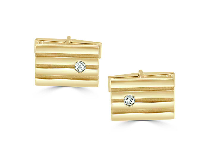 Round brilliant cut diamond cufflinks in 14k yellow gold.