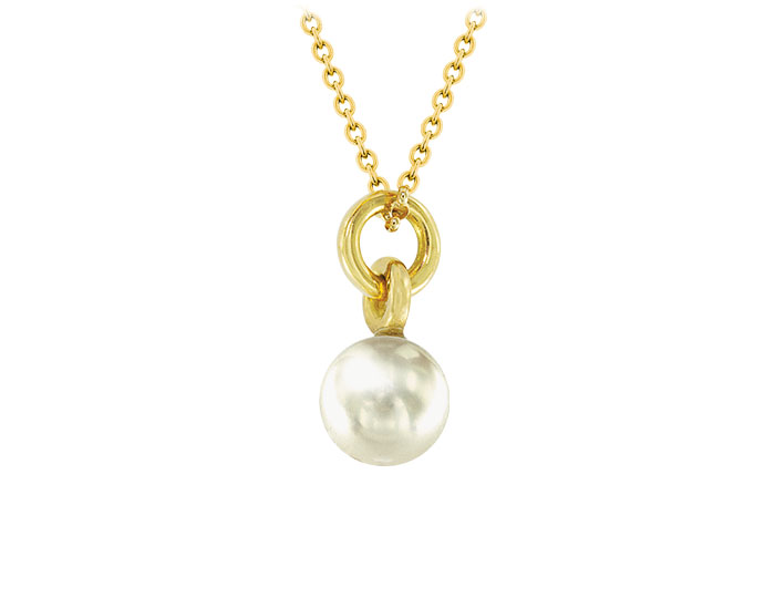 Cultured pearl pendant in 18k yellow gold.
