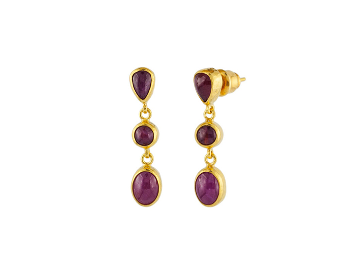 Gurhan one-of-a-kind cabochon cut ruby earrings in 24k yellow gold.