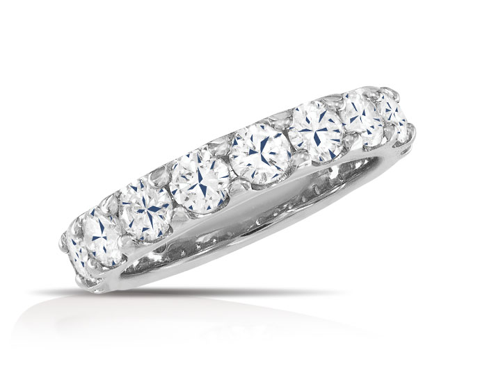 Round brilliant cut diamond band in 18k whtie gold.