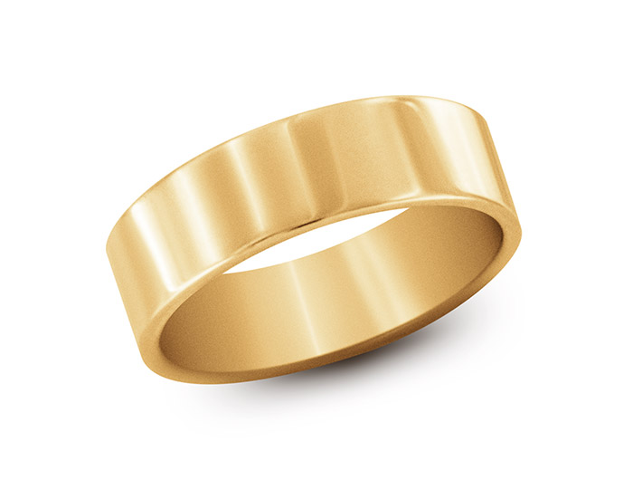 Wedding band in 14k yellow gold.