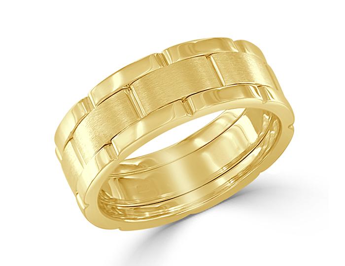 Men's wedding band in 18k yellow gold.