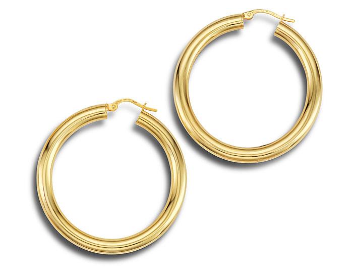 Hoop earrings in 18k yellow gold.