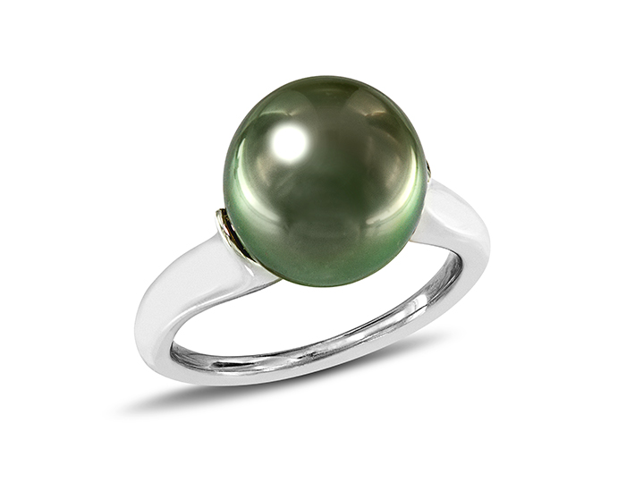 Mikimoto black South Sea pearl ring in 18k white gold.