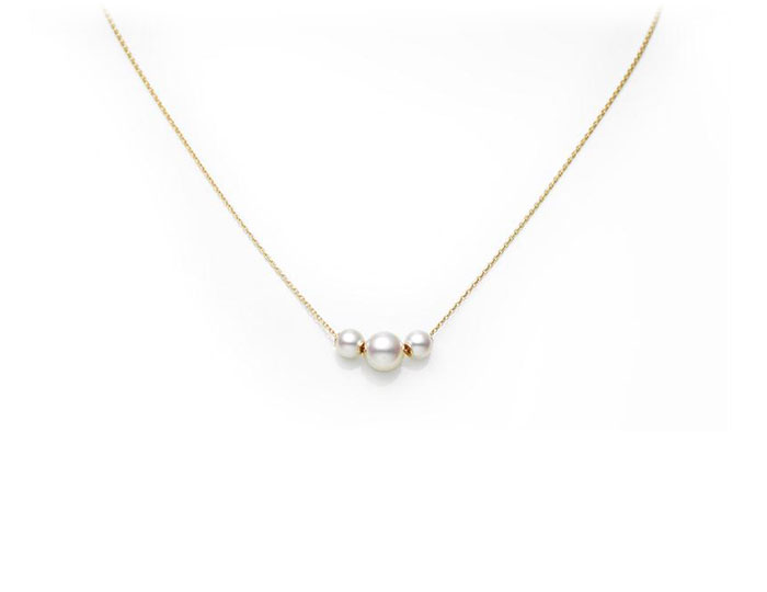 Mikimoto Japan collection 3 akoya pearl pendant in 18k yellow gold.