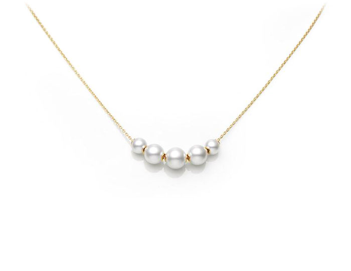Mikimoto Japan collection 5 akoya pearl pendant in 18k yellow gold.