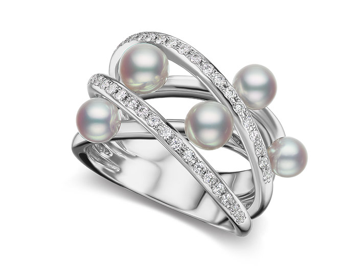 Mikimoto Japan collection pearl and diamond ring in 18k white gold.