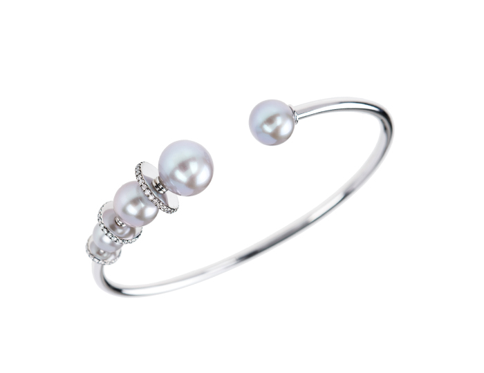 Nikos Koulis Lingerie Collection silver Tahiti pearl bracelet with round brilliant cut diamonds in 18k white gold.