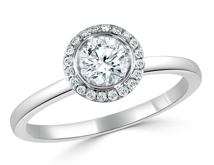 Round brilliant cut diamond engagement ring in 18k white gold..