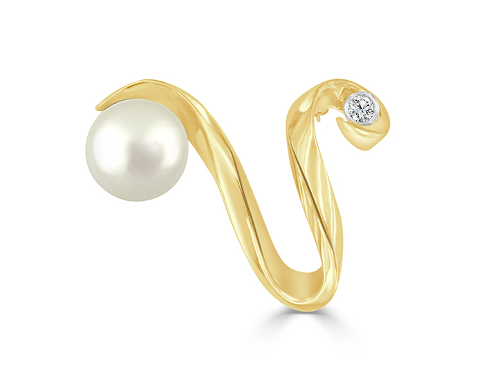 South sea pearl and round brilliant cut diamond brooch in 14k yellow gold.