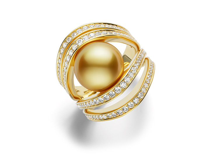 Mikimoto Golden South Sea pearl and round brilliant cut diamond ring in 18k yellow gold.