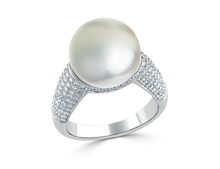 South sea pearl and round brilliant cut diamond ring in 18k white gold.