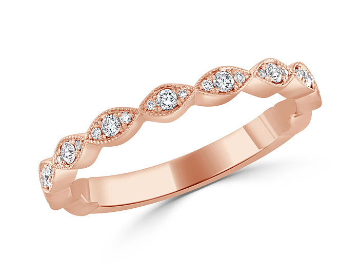 Round brilliant cut diamond ring in 18k rose gold.