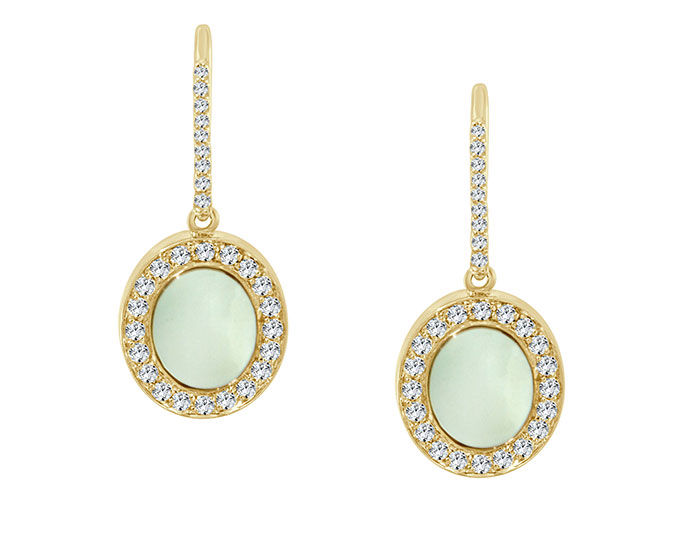 Mother-of-pearl and round brilliant cut diamond earrings in 18k yellow gold.