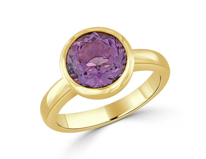 Round amethyst ring in 18k yellow gold.