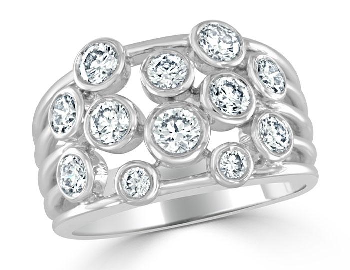 Round brilliant cut diamond ring in 18k white gold.