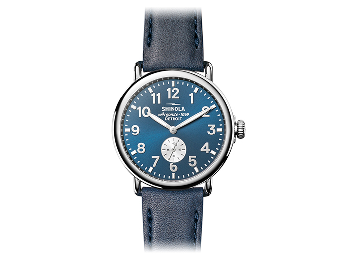 Shinola Runwell 41mm stainles steel leather strap watch.