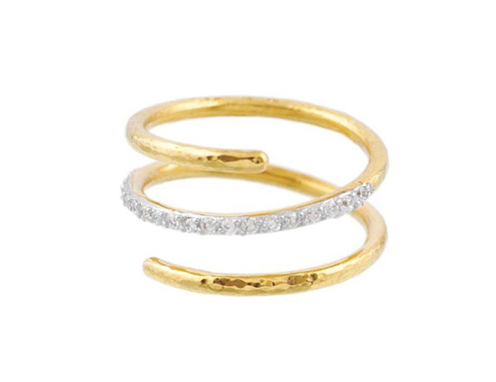 Gurhan Delicate Collection round brilliant cut diamond ring in 22k yellow gold.