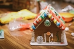 Come Decorate a Gingerbread House!