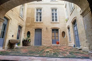 LOCATION-ECSS84000a-PIERRE-DE-LUNE-LYON-Avignon-photo