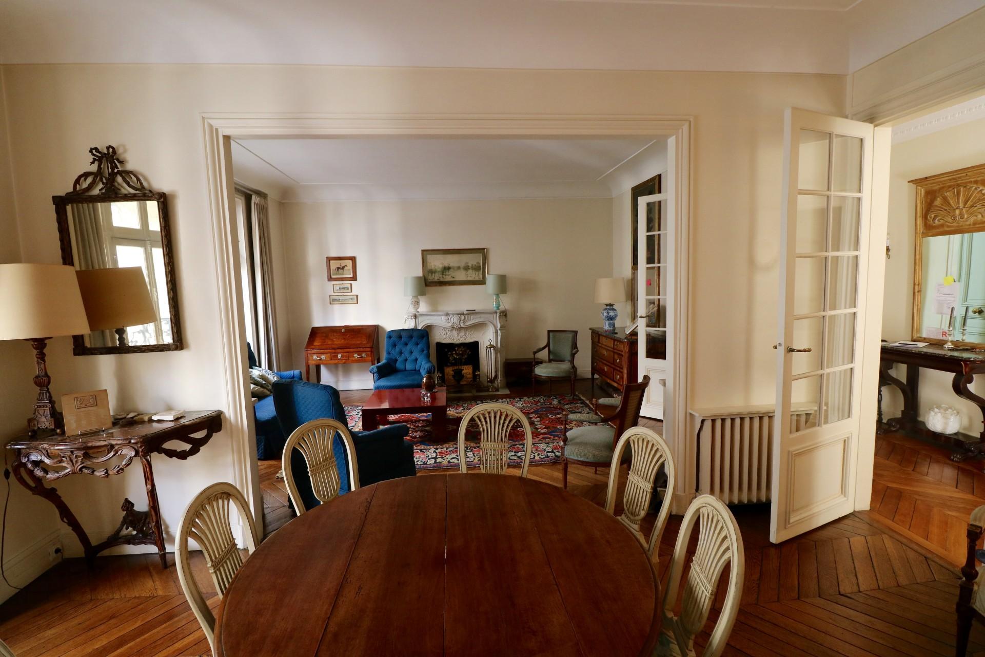la-clef-des-villes-agence-immobiliere-paris-16-photo-appartement-la-muette-salle-a-manger